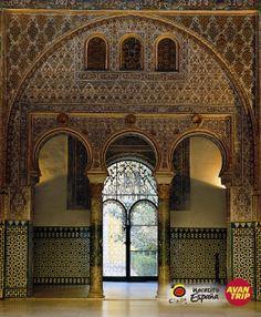 ¡Cómo no enamorarse de #Sevilla! Con casi 3000 años de historia, en cada rincón de la ciudad se palpita el legado de los diferentes pueblos que la habitaron y fueron dejaron su huella a lo largo de los años…  ¡El patrimonio cultural, monumental y artístico se respira en sus esquinas, su fiesta, su gastronomía y su gente!