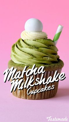 Green tea dessert fans will fall in love with this matcha cupcake filled with white chocolate ganache. Oreo Cupcakes, Milkshake Cupcakes, Matcha Cupcakes, Milkshakes, Cupcake Cakes, Cupcake Recipes, Dessert Recipes, Dessert Ideas, Pastries