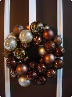 important tips for diy ornament wreath from Thrifty Decor Chick Easy Ornaments, Christmas Ornament Wreath, Christmas Balls, Simple Christmas, Christmas Crafts, Christmas Decorations, Bauble Wreath, Christmas Ideas, Gold Decorations