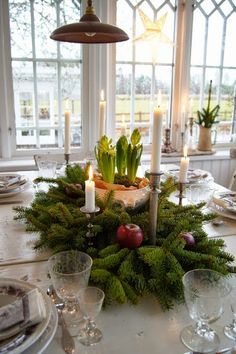 If you can't afford a lot, you can make simple changes in such little things and then see the different entire outlook of your home. There are some useful Christmas tablescapes ideas that you must try this time on Christmas. Swedish Christmas, Natural Christmas, Christmas Mood, Scandinavian Christmas, All Things Christmas, Simple Christmas, Christmas Crafts, Christmas Table Settings, Christmas Tablescapes