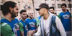 Neymar trata de recuperar el fútbol de calle en Brasil