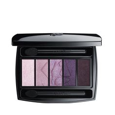 Here is the ideal palette to have if you have green eyes. With this purple eyeshadow palette, you can create a dark smokey look or a natural purple eyeshadow look. These colors compliment green eyes. Lancome Eyeshadow, Dark Eyeshadow, Blending Eyeshadow, Eyeshadow Primer, Eyeshadow Brushes, Colorful Eyeshadow, Eyeshadow Looks, Eyeshadow Palette, Eyeshadow Tutorials