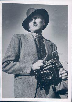 1948 Photo Johnny Thompson NEA Acme Man Business Camera Suit Tie Hat Original