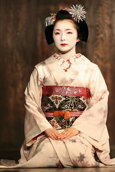 Japanese beauty - Miyagawa-cho Maiko : Toshimana-san Located : The special maiko performance on The Nijo Castle, Kyoto.