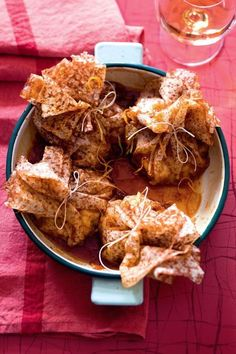 Aumônières de crêpes Suzette aux fruits de la passion