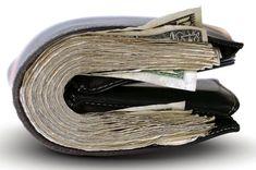 कुछ लोग पर्स में ऐसी चीजें रख लेते हैं, जिनका कोई उपयोग नहीं होता और लंबे समय तक पर्स में रखे रहने से उनमें नकारात्मक प्रभाव बढ़ जाता है। कुछ खास चीजें पर्स में रखने से बरकत होती है, हम आपको बता रहे हैं वो चीजें जिसे पर्स में रखने से आपको होगा बड़ा फायदा।