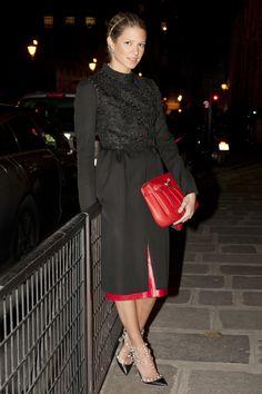 HELENA BORDON    Look total / Full look – VALENTINO  Brincos / Earrings – ANA ROCHA E APPOLINARIO