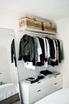 These 17 photos of open cabinets will tear your closet door, sta . - These 17 photos of open closets will have your closet door torn off, stat - Open Wardrobe, Wardrobe Closet, Closet Doors, Closet Dresser, Wardrobe Ideas, No Closet Bedroom, Diy Closet Ideas, Small Bedroom Wardrobe, Closet Small