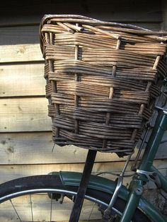 Vintage bike with a little woven basket. Willow Weaving, Basket Weaving, Hand Weaving, Womens Institute, Bicycle Basket, Cottage In The Woods, Down On The Farm, Vintage Bikes, Wabi Sabi