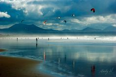 Kite Surf en la Playa de Famara, Lanzarote by Andreas Weibel, via Flickr