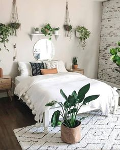 Your comfort has nothing to do with the size of the house Just a heart with love missing Integrate plants into life Create a corner of furniture exclusive to green plants Make going home a small expectation every day Boho Bedroom Diy, Room Ideas Bedroom, Small Room Bedroom, Bedroom Inspo, Decor Room, Bedroom Plants Decor, Flower Room Decor, Cute Bedroom Decor, Light Bedroom