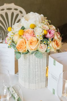 Flowers, books, letters, scrabble Ideas for wedding table setting - Wedding photography Innocenti Studio Florence