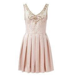 What a perfect girly dress.. So easy to dress up and down! Great high tea dress I feel!
