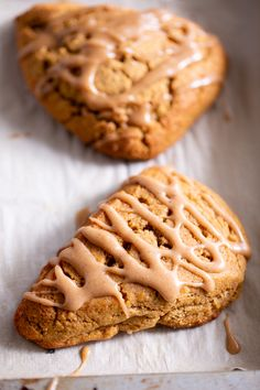 These paleo pumpkin scones are tender and full of pumpkin spice flavor! Serve them warm topped with a pumpkin spice drizzle for a special (healthier!) treat this fall. Gluten free and paleo with dairy-free options. Paleo Dessert, Dessert Sans Gluten, Paleo Sweets, Gluten Free Desserts, Paleo Pumpkin Recipes, Gluten Free Pumpkin, Healthy Pumpkin, Paleo Pumpkin Cookies, Paleo Pumpkin Bread