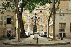 Place de Furstenberg: Μια Ρομαντική γωνιά κοντά στο Μουσείο του Ευγένιου Ντελακρουά. - Παρίσι » Ταξιδιωτικός οδηγός - Πληροφορίες & Αξιοθέατα