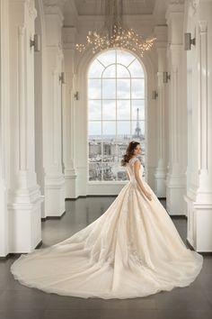 Rochie de mireasa A-line princess cu umeri imbracati in dantela si decolteu inima extrem de modern . Paris, Wedding Dresses, Modern, Fashion, Bridal Gowns, Boyfriends, Getting Married, Marriage Dress, Gowns