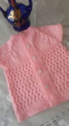This Pin was discovered by Zey Baby Cardigan, Baby Vest, Sewing Baby Clothes, Cute Baby Clothes, Doll Clothes, Knitting Blogs, Baby Knitting, Baby Pullover Muster, Baby Sweater Patterns