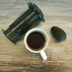 AeroPress Kaffee und eine mini-Avocado? Wieso will man kleiner Avocados haben?