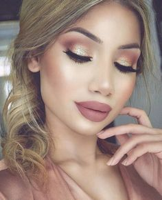 Gold makeup as well as pink makeup is really jazzy right now. Have you already tried this charming and trendy makeup look? Bridal Makeup Glitter, Gold Wedding Makeup, Wedding Gold, Trendy Wedding, Wedding Guest Makeup, Glitter Wedding, Perfect Wedding, Wedding Ceremony, Wedding Venues
