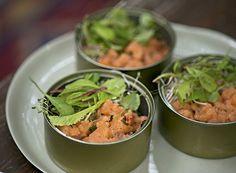 Tartar de salmão com minibrotos (Foto: Cacá Bratke/Editora Globo) | Recipe