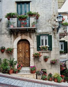 Casetta in Molise learn from the italians about the way to enhance and display your door onto the road or your stone verandas and patios Beautiful Homes, Beautiful Places, Doorway, Windows And Doors, Architecture Design, House Design, Italian Patio, Italian Farmhouse, Italian Villa