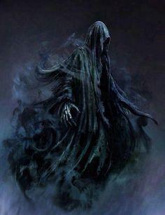 Criaturas espetrais que se escondem de baixo de um manto negro