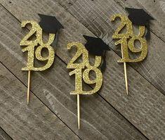 2019 Graduation Cupcake Toppers, grad cap, graduation party, 12 Ct - Decoration For Home Graduation Crafts, College Graduation Parties, Graduation Party Decor, Grad Parties, Graduation Centerpiece, Preschool Graduation, Graduation Celebration, Cake Paris, Graduation Cupcake Toppers