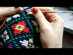Bolsa inspirada no modelo Wayuu - YouTube Crochet Diy, Tunisian Crochet, Crochet Chart, Love Crochet, Crochet Stitches, Crochet Patterns, Tapestry Bag, Tapestry Crochet, Crochet Purses