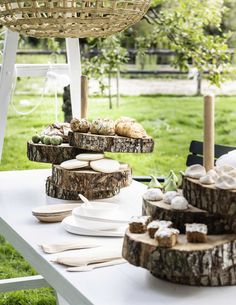 DIY serving plate made of tree stump | DIY boometagère | Photography Sjoerd Eickmans | Styling Gieke van Lon (humade.nl) and Lotte Dekker | vtwonen 05-2016