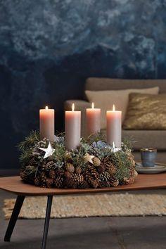 Christmas Advent Wreath, Silver Christmas Decorations, Easy Christmas Crafts, Natural Christmas, Simple Christmas, Christmas Time, Xmas, Christmas Design, Rustic Christmas