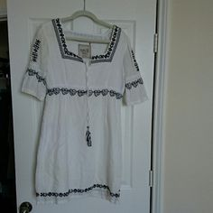 Dress Esprit US size 6 White dress with black embroidery. Worn, still looks good and a very comfortable dress for summer. 55% linen 45% cotton. Zipper on left side. ESPRIT Dresses Midi