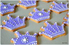 Purple princess crown cookies with royal icing … Iced Cookies, Easter Cookies, Cookie Desserts, Cupcake Cookies, Sugar Cookies, Cupcakes, Disney Princess Cookies, Disney Cookies, Sugar Cookie Royal Icing