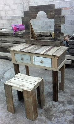 The repurposed wood pallet vanity is four-legged and there are 2 drawers in which there is enough space to store the items which are not of daily use. The cosmetics can be decorated on the vanity which a person uses on a daily basis.