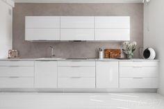 uudet kaapit ja koneet Kitchen Furniture, Kitchen Dining, Kitchen Cabinets, Japanese Interior Design, Minimalist Home, Built Ins, Decoration, Cool Kitchens, Sweet Home