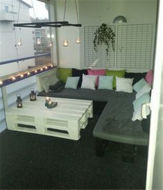 Pallet patio couch with table.