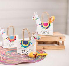 Look how cute these llama party favor bags are! – See more llama party love on B… Look how cute these llama party favor bags are! – See more llama party love on B. Craft Party, Diy Party, Party Gifts, Party Fiesta, Festa Party, Mexican Party Favors, Theme Bapteme, Llama Birthday, Birthday Kids