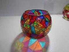 pote em vidro com 10 cm de diâmetro e 10cm de altura  Pintura vitral feita à mão  Acompanha mini vela R$ 22,00