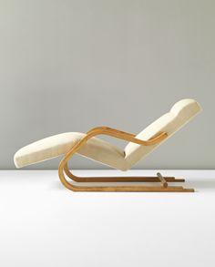 ALVAR AALTO Cantilevered chaise longue, model no. 43, circa 1937. Laminated-birch plywood, birch, fabric. 77.5 x 62 x 164 cm Manufactured by Oy Huonekalu- ja Rakennustyötehdas Ab, Turku, for Artek, Finland.