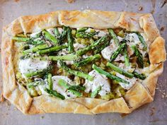 Get Cheesy Asparagus Tart Recipe from Food Network Tart Recipes, Vegetable Recipes, Vegetarian Recipes, Cooking Recipes, Veggie Dishes, Acai Recipes, Vegetable Tart, Pescatarian Recipes, Fudge Recipes