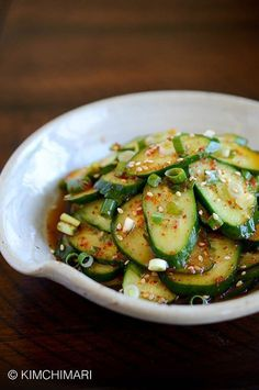 Korean cucumber salad or Oi Muchim in less than 5 minutes. Easy, simple last minute side dish to any Korean meal. No oil so it's extra refreshing. | kimchimari #Salad #Cucumber