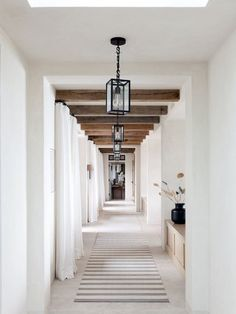 Hallway with reclaimed wood beams and modern lantern light fixtures Long Hallway, Entry Hallway, Hallway Runner, White Hallway, Modern Entryway, Entry Rug, Design Jobs, Design Ideas, Design Styles