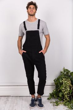 Cut off overalls. Double pockets at front. Black clips with custom matte black Sampson and Taylor buttons. Double pockets at back. Overalls Fashion, Overalls Outfit, Black Overalls, Denim Overalls, Dungarees, Fashion Outfits, Black Denim, Winter Fashion, Menswear