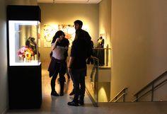 Inauguración de la exposición De Bison Priscus Bison, Desk, Furniture, Home Decor, Blue Prints, Desktop, Decoration Home, Room Decor, Table Desk