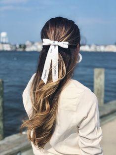 Large White Chanel Grosgrain Hair Bow Barrette, Large Hair Bow, Big White Hair Bow Preppy, Wedding H White Hair Bows, Large Hair Bows, Cheveux Oranges, Ribbon Hairstyle, Wedding Hairstyle, Jumbo Box Braids, Hair Ribbons, Box Braids Hairstyles, Hair Plaits