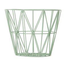 Wire kurv fra Ferm Living. En perfekt kurv som passer til det meste i ditt hjem. Kurven er laget av ...