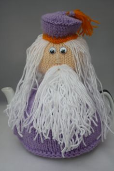 Dumbldore tea cosy, knitted dumbledore tea cosy, Harry potter gifts, knitted Dumbledore, christmas gift idea, knitted tea cosy novelty knits