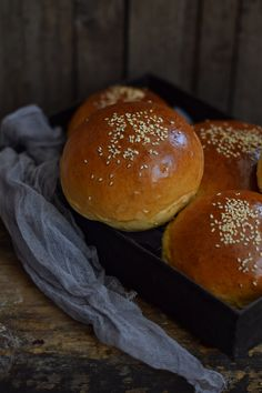 Puha HAMMBUCI bögrésen   Rupáner-konyha Baked Goods, Hamburger, Cupcake, Muffin, Bread, Baking, Food, Cupcakes, Brot