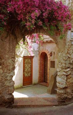 Entryway, Isle of Capri, Italy photo via house - Blue Pueblo/ Beautiful gate style..