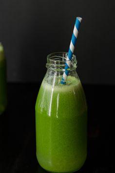 Detox Juice |My Go-To Green Juice for Detoxing // soletshangout.com #greenjuice #detox #cleanse #juicing #cilantro #glutenfree #vegan #paleo