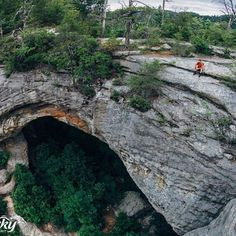 Living on the edge at Natural Bridge! Amazing photo by @marchesiphoto. #travelKY #kentucky #hiking #kystateparks